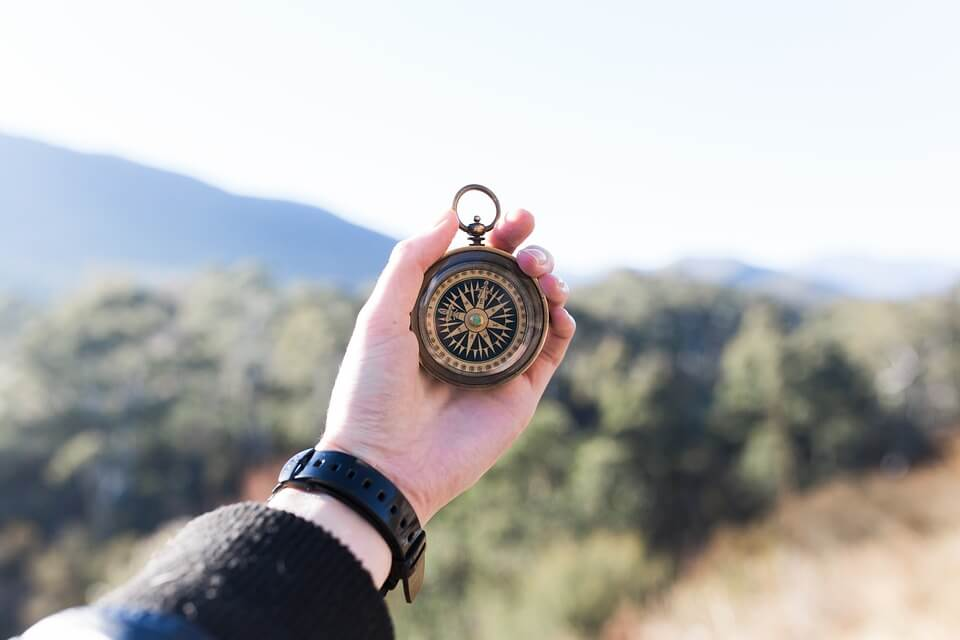 Dlaczego warto mieć nawigację w podróży? Plusy nawigacji w samochodzie