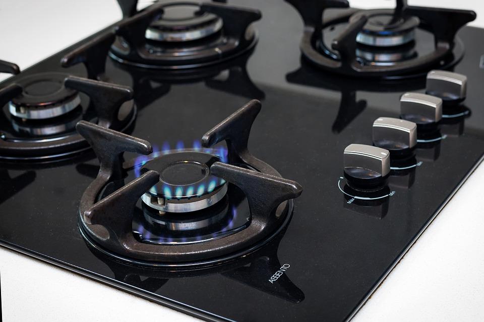 Płyty grzejne czy gazowe – za i przeciw, różnice