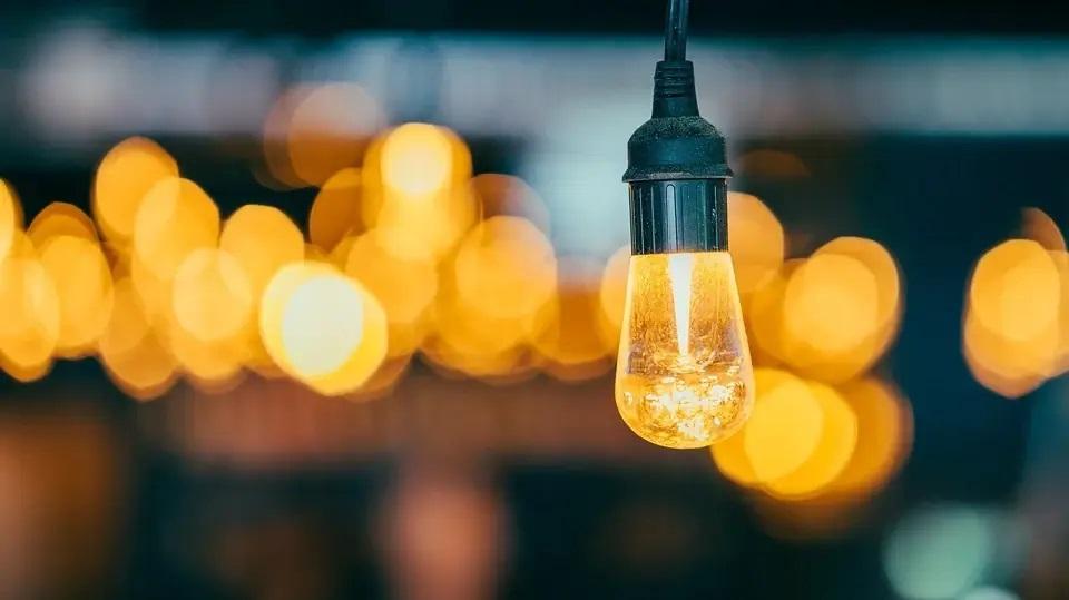 Odpowiednie światło biurowe, jak dobrać, wybór lampy do biura