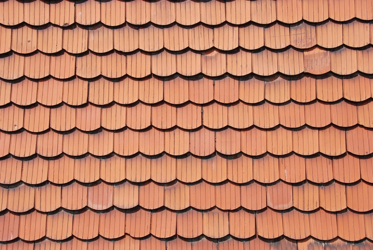 Co wynika z kształtu dachówek?