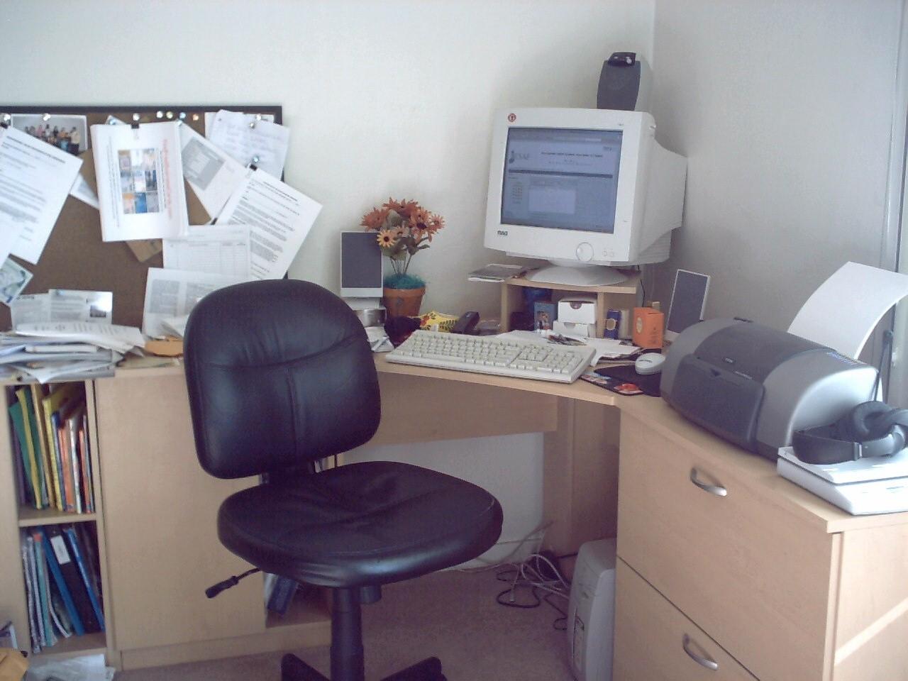 Urządzamy wygodne biuro – 4 elementy must have