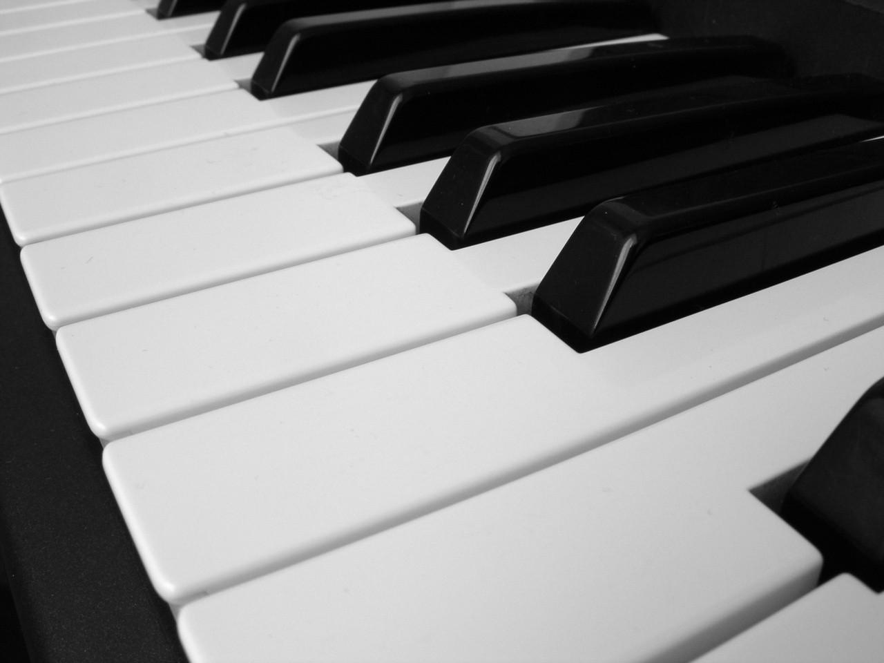 Czym różni się pianino od fortepianu?
